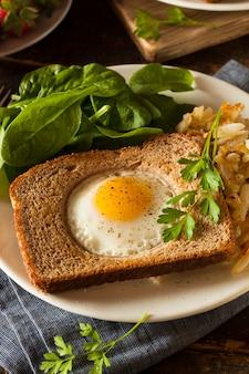 Uovo con insalata