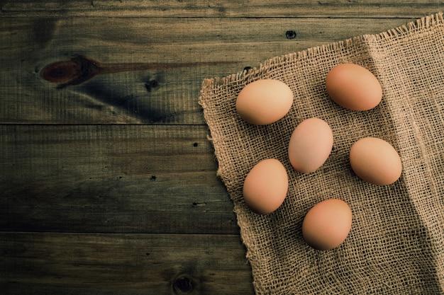 Uovo su legno