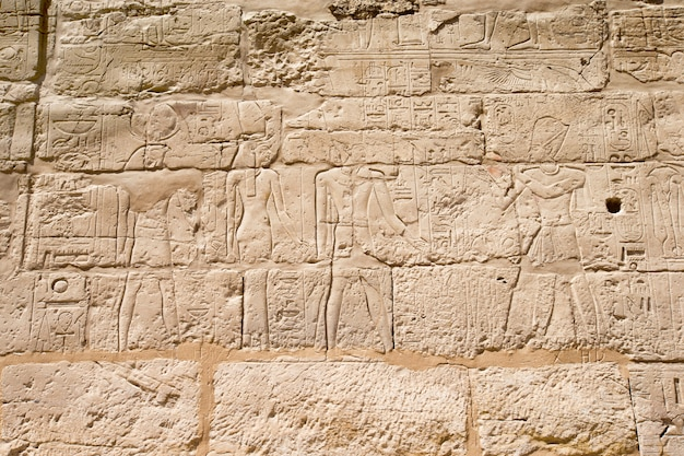 Immagini egiziane su una parete