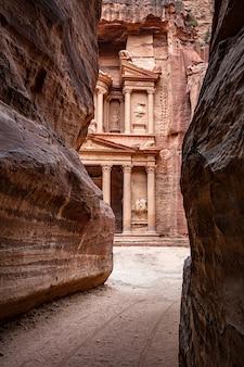 El khasneh al faroun petra jordan canyon vista