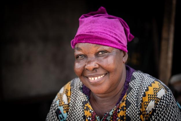 Anziana donna di colore africana vero ritratto