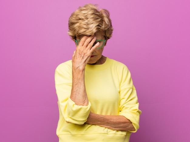 Ritratto di bella donna anziana