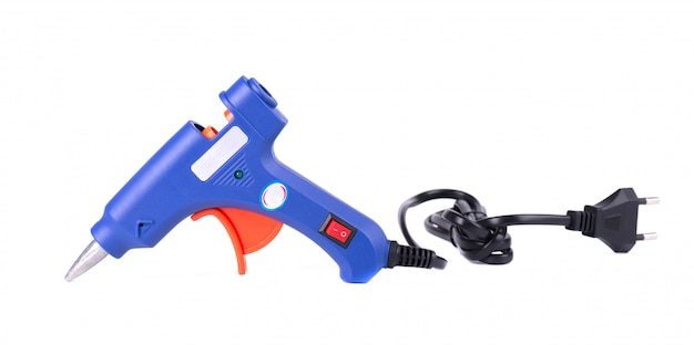 Pistola per colla a caldo elettrica isolata su fondo bianco