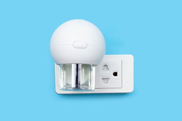 Fumigatore elettrico per zanzare che si collega alla parete blu