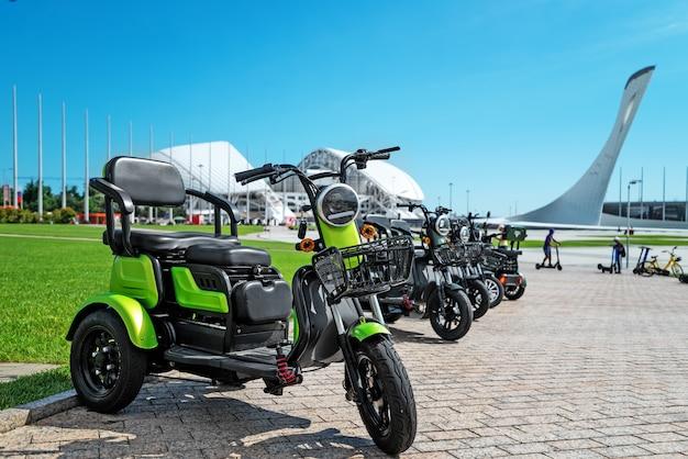 Noleggio trasporto elettrico nel parco per parcheggio a piedi per scooter elettrici