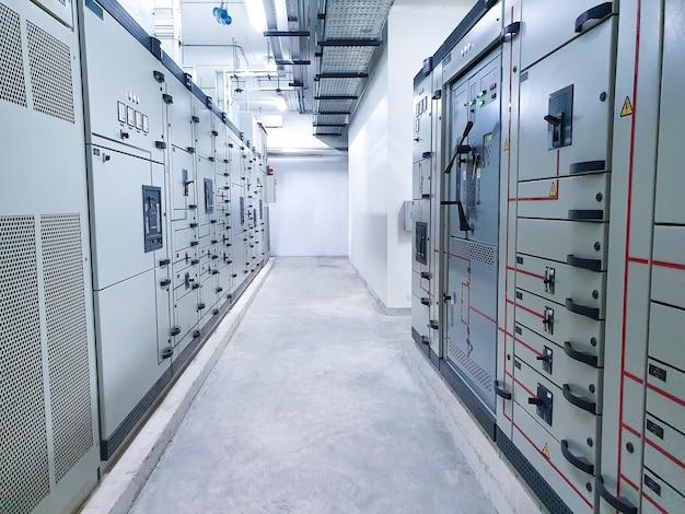 Sala di controllo elettrica nell'edificio
