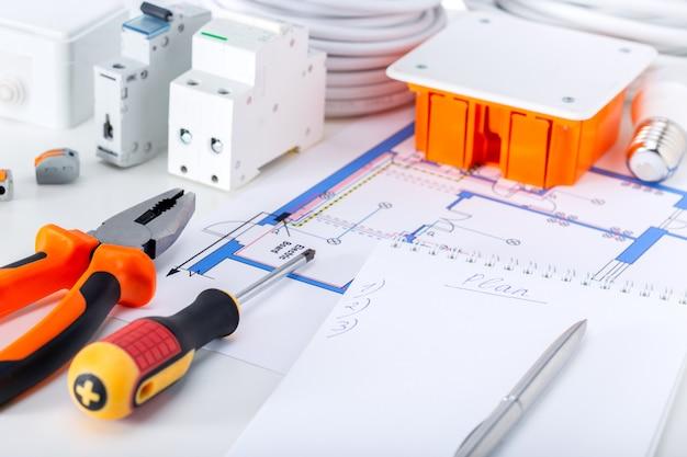 Apparecchiature elettriche e strumenti per la riparazione di impianti elettrici in casa
