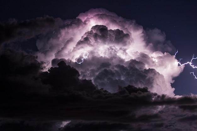 Tempesta elettrica sul mar mediterraneo