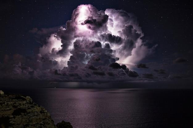 Tempesta elettrica sul mare