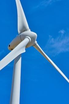 Generatori eolici di elettricità per il concetto di energia e ambiente rinnovabile