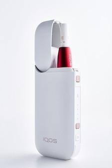 Sigaretta elettronica sigaretta elettronica, isolata su sfondo bianco