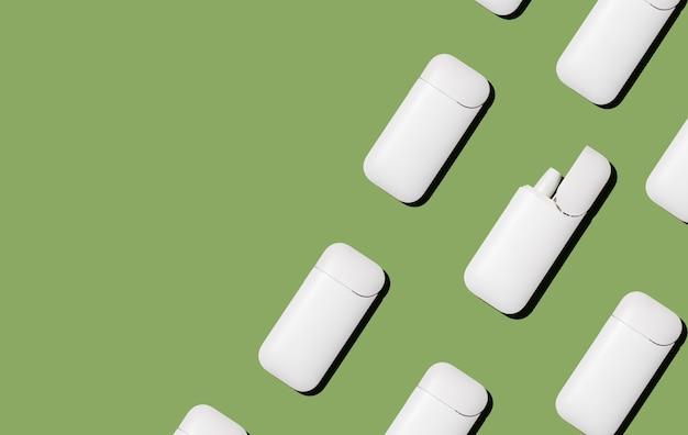 Sigaretta elettronica iqos su sfondo verde Foto Premium