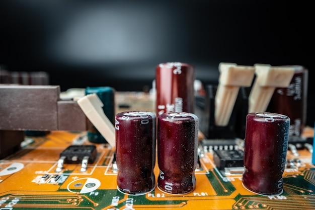 Componenti elettronici di un circuito di computer