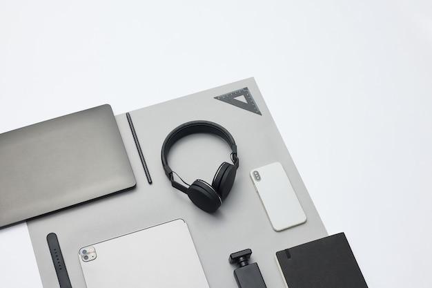 Set di accessori elettronici per il concetto di viaggio