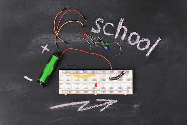 Formazione elettronica a scuola e all'università.