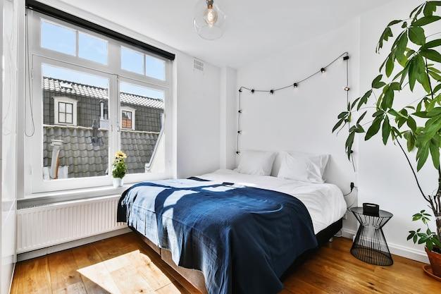 Interno camera da letto elegante della casa d'élite in un design elegante