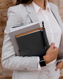 Elegante agenda della holding della donna di affari