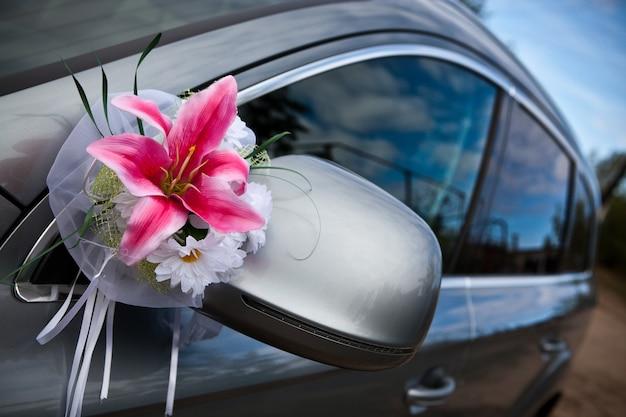 L'auto elegante per la celebrazione del matrimonio Foto Premium
