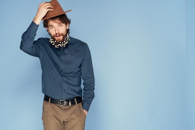Uomo elegante barba stile elegante camicia stile di vita ecologia