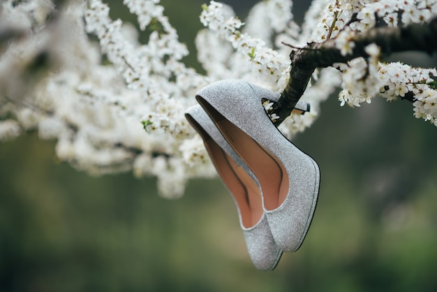 Scarpe da sposa eleganti e alla moda