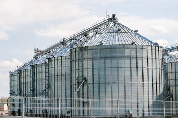 Elevator fattoria fuori dal recinto