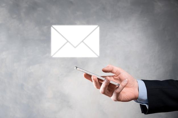 Icona di posta elettronica e utente, segno, simbolo di marketing o concetto di newsletter, diagramma. invio di posta elettronica. posta in blocco. concetto di marketing di posta elettronica e sms. schema di vendita diretta in azienda. elenco dei clienti per l'invio.