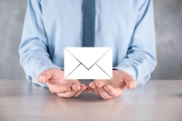 E-mail e icona utente, segno, simbolo di marketing o concetto di newsletter, diagramma