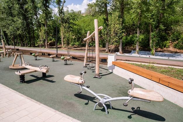 Argine degli urali trama passeggiata cittadina con parco giochi