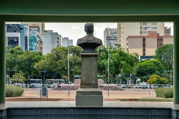 Il palazzo smeraldo in plaza dr. pedro ludovico teixeira
