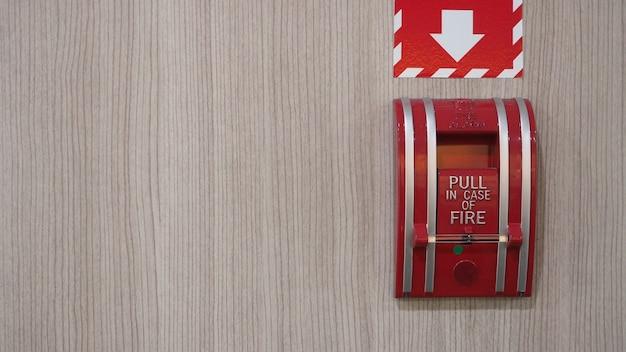 Emergenza di allarme antincendio o allarme o attrezzatura di avvertimento campana in colore rosso nell'edificio per la sicurezza.