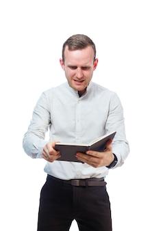 Ritratto emotivo di un insegnante maschio uomo d'affari. isolato su sfondo bianco