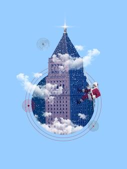 Saluto emotivo di babbo natale e arrampicata natalizia su edificio, nuvole. uomo caucasico in costume tradizionale. concetto di vacanze e umore invernale. copyspace. gentile nicola.