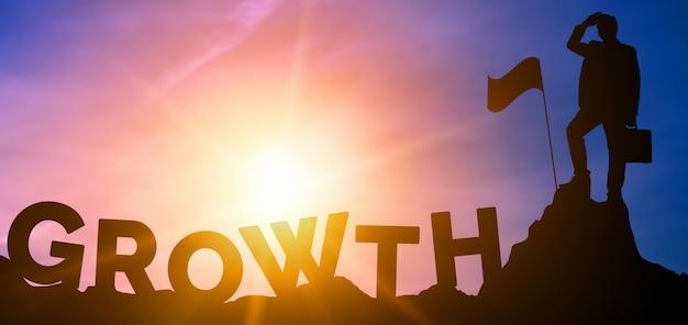 Dipendente con parola e bandiera di crescita growth