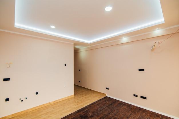 Un appartamento vuoto senza mobili l'appartamento è ristrutturato