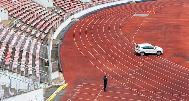 Stadio atletico vuoto durante il blocco a causa del coronavirus.
