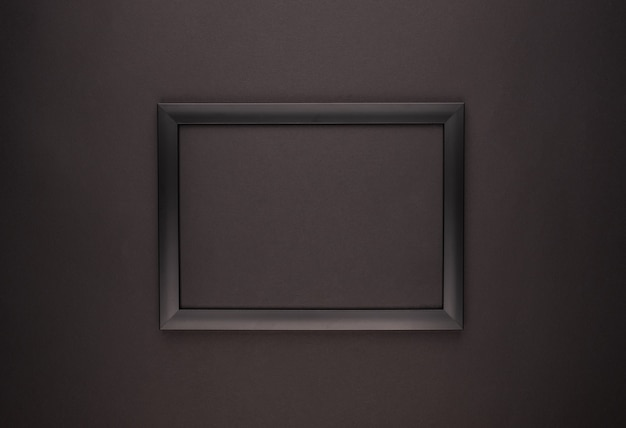 Cornice foto nera vuota su fondo nero