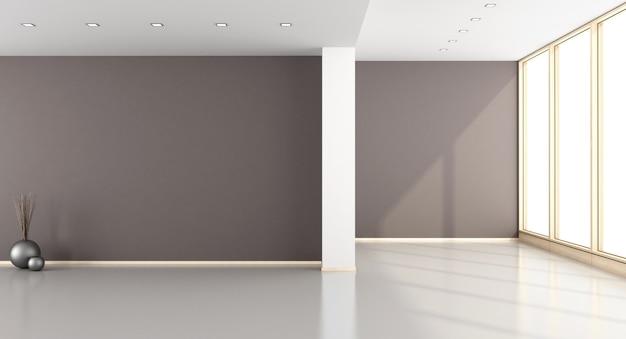 Salone marrone vuoto con le finestre
