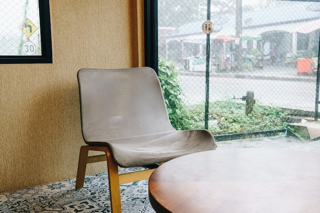 Sedia vuota in caffetteria e ristorante bar