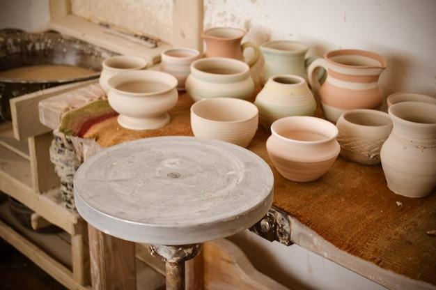 Un cerchio vuoto, dove il vasaio modella il prodotto. potter studio creativo.