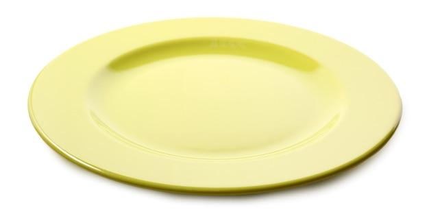Piatto colorato vuoto isolato su bianco