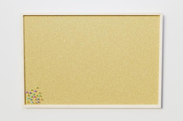 Mockup di cornice di sughero vuoto con puntine da disegno colorate