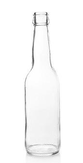 Bottiglia di vetro vuota isolata su bianco