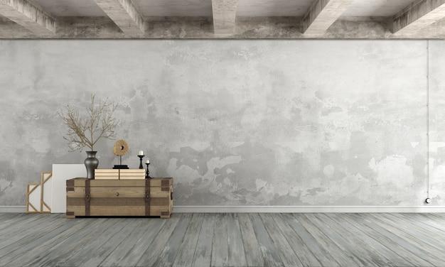 Salotto vuoto del grunge con il vecchio muro