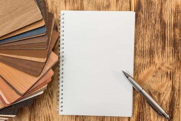 Blocco note vuoto con catalogo pavimento in legno per un nuovo design della tua casa. collezione di laminato plancia per la decorazione di interni