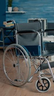 Stanza vuota della casa di cura presso la struttura per la riabilitazione