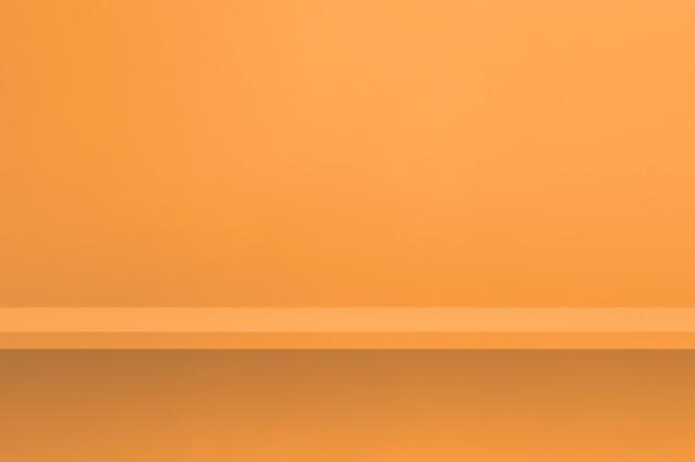 Scaffale vuoto sulla parete arancione chiaro. scena del modello di sfondo. sfondo orizzontale