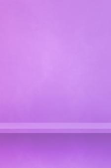 Scaffale vuoto su una parete color malva. scena del modello di sfondo. sfondo verticale