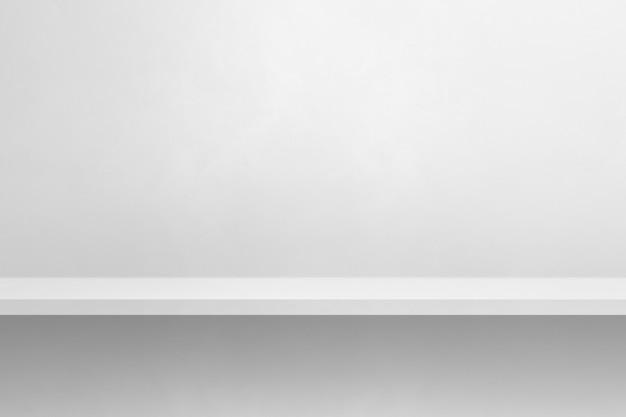 Scaffale vuoto su un muro bianco. scena del modello di sfondo. sfondo orizzontale