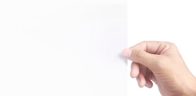 Spazio vuoto per il testo. la mano tiene la carta bianca bianca