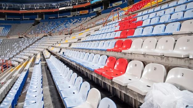 Posti o panchine dello stadio vuoti a causa di imprevisti